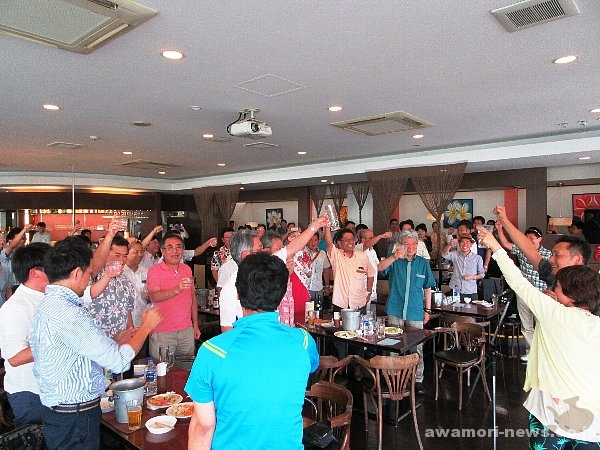2016_05-28_southern-wide-area-municipal-zone-affairs-association_volunteers-held-a-awamori-cheer-event_kanpai