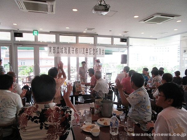 2016_05-28_southern-wide-area-municipal-zone-affairs-association_volunteers-held-a-awamori-cheer-event_tamanaha-kaicyou