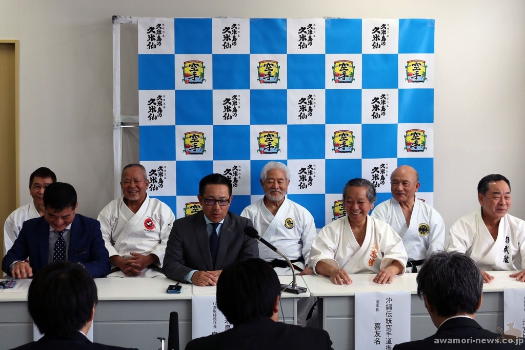 2018_02-20_kumejima-no-kumesen-gives-donation-to-okinawa-traditional-karatedo-promotion-association02