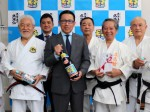 2018_02-20_kumejima-no-kumesen-gives-donation-to-okinawa-traditional-karatedo-promotion-association_slider